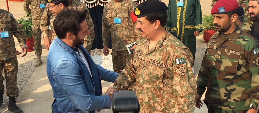 COAS gifts a beautiful pistol to Shahid Afridi