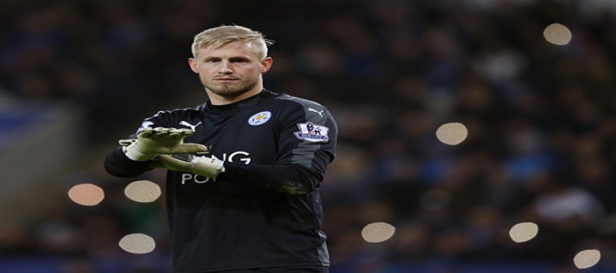 Leicester keeper Schmeichel out with fractured hand