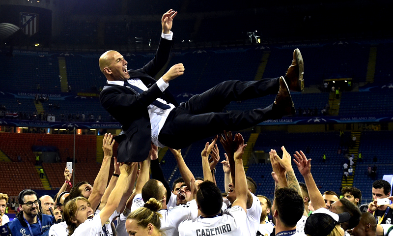 Real Madrid's French coach Zinedine Zidane is lifted by his players after Real Madrid won the UEFA Champions League final football match between Real Madrid and Atletico Madrid at San Siro Stadium in Milan, on May 28, 2016. (PHOTO: AFP)