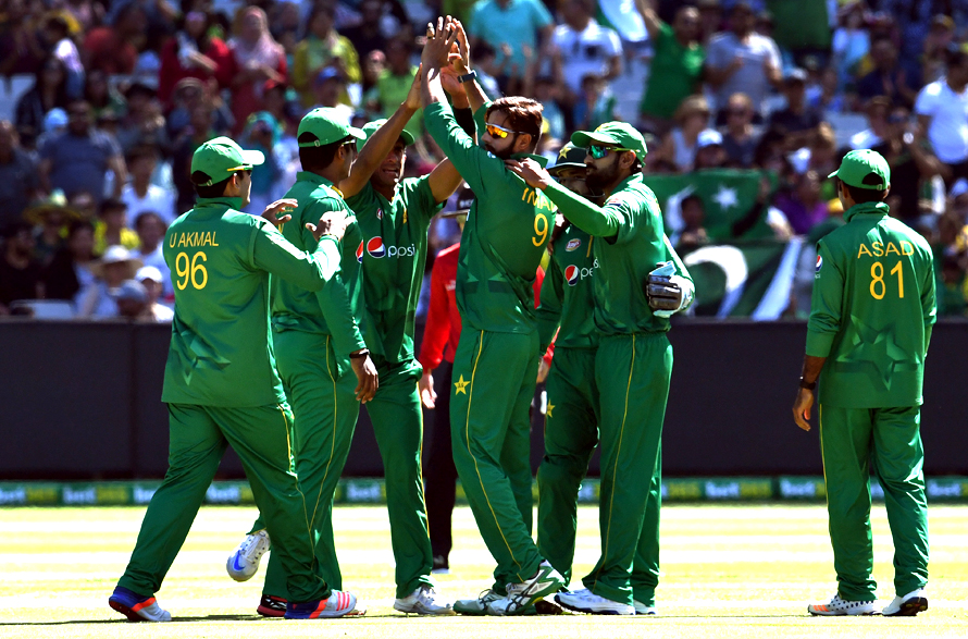 Imad Wasim celebrates with teammates after dismissing Genn Maxwell. (PHOTO: AFP)
