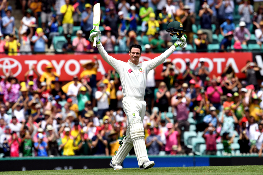 Australia's batsman Peter Handscomb celebrates scoring his century against Pakistan during the second day of the third cricket Test match at the SCG in Sydney on January 4, 2017. / AFP PHOTO / William WEST / -- IMAGE RESTRICTED TO EDITORIAL USE - STRICTLY NO COMMERCIAL USE --