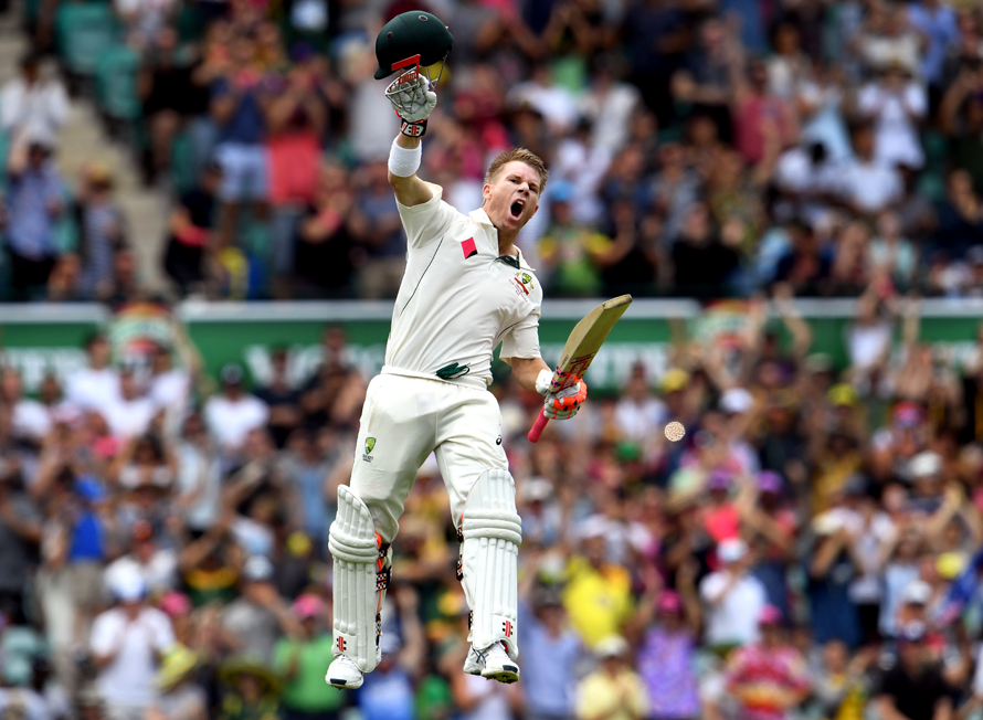 Australia's batsman David Warner celebrates scoring a century (100 runs) against Pakistan during the first day of the third cricket Test match at the SCG in Sydney on January 3, 2017. / AFP PHOTO / WILLIAM WEST / IMAGE RESTRICTED TO EDITORIAL USE - STRICTLY NO COMMERCIAL USE