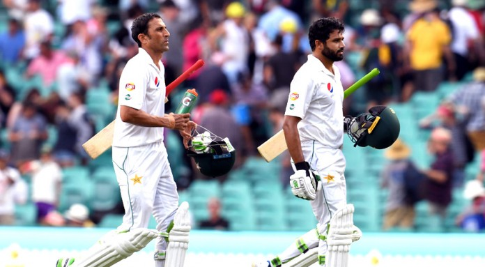 Azhar, Younis lead Pakistan fightback after Australia declare