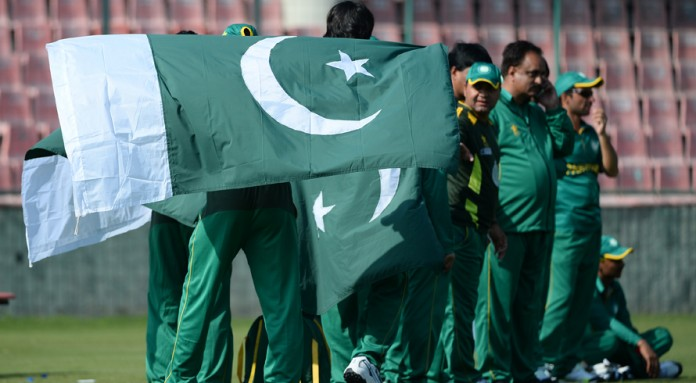 Pakistan crush South Africa for their sixth straight win