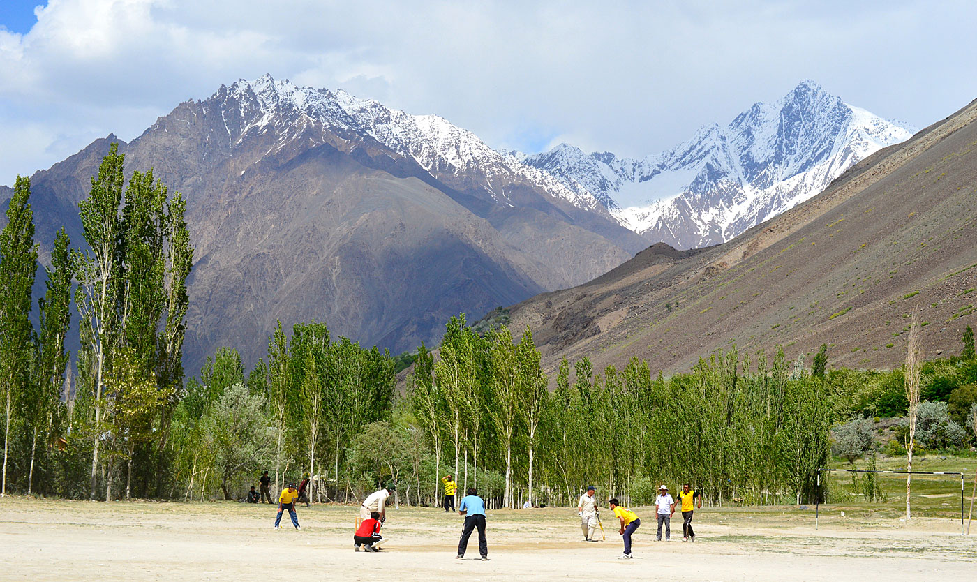 Postcard from Mastuj: the Zimbabweans were not the only cricket team visiting Pakistan in May© Alex Massie