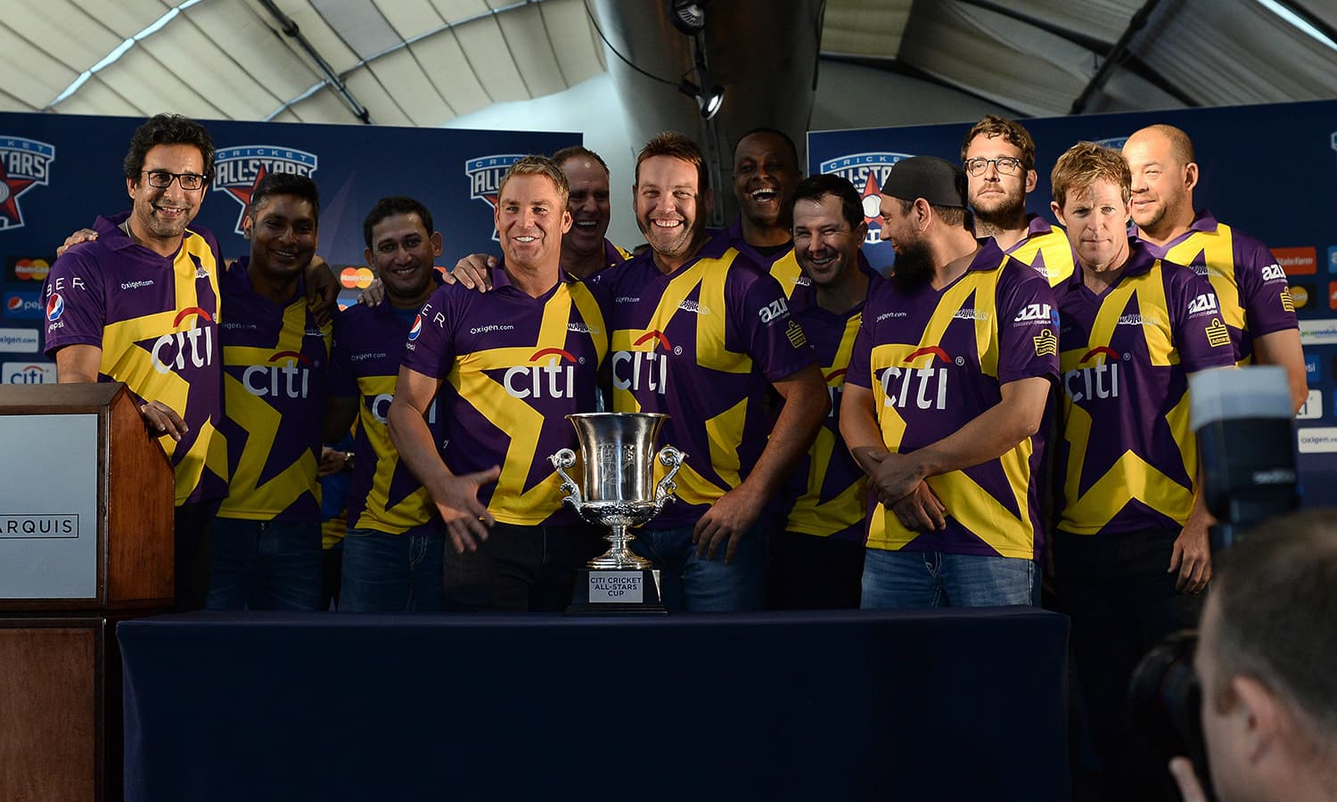 "Australia's Shane Warne and his team pose during a press conference in New York on November 5, 2015. Retired Indian cricketer Sachin Tendulkar and Warne will lead a lineup of renowned cricket players from around the world in the inaugural ""Cricket All-Stars,"" a three-game series to be played in Major League Baseball stadiums in New York , Houston and Los Angeles, to promote cricket the US. AFP PHOTO/JEWEL SAMAD"