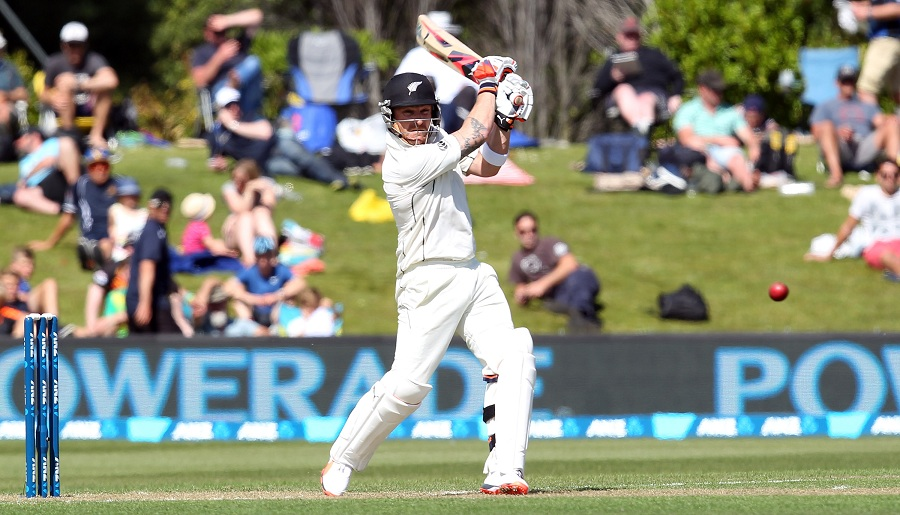 during day one of the First Test match between New Zealand and Sri Lanka at University Oval on December 10, 2015 in Dunedin, New Zealand.