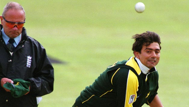 Saqlain-Mushtaq-of-Pakistan-in-action-during-the-Natwest-One-Day