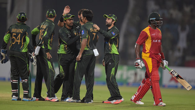 akistani-cricketers-celebrate-after-the-dismissal-of-Zimbabwe-batsman-Hamilton-Masakadza2