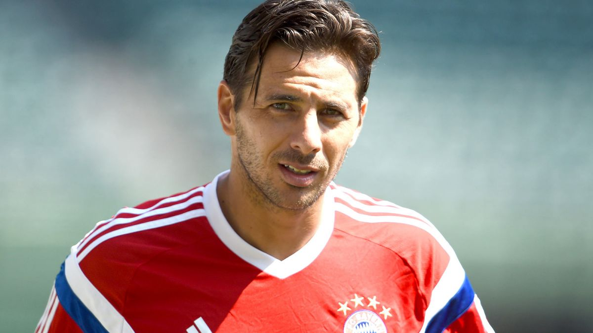110514-SOCCER-Claudio-Pizarro-looks-on-during-a-training-session-PI.vresize.1200.675.high.66