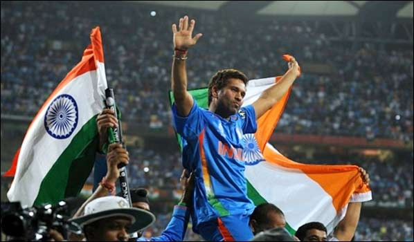 Sachin Tendulkar can carry on for long, says Dinesh Karthik