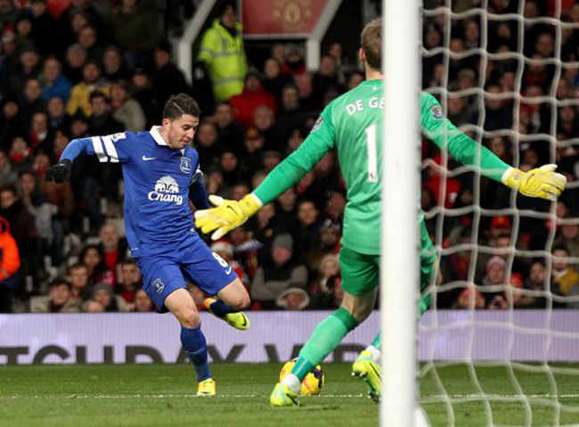 Everton's Bryan Oviedo scores his side's first goal of the game