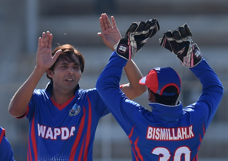 Pakistani paceman Mohammad Asif (L) celebrates after taking a wicket during a domestic one-day match in Hyderabad on January 10, 2016. Butt and Mohammad Asif returned to domestic action in the national one-day tournament on Sunday, four months after completing their five-year bans for spot-fixing. AFP PHOTO / Rizwan TABASSUM / AFP / RIZWAN TABASSUM (Photo credit should read RIZWAN TABASSUM/AFP/Getty Images)