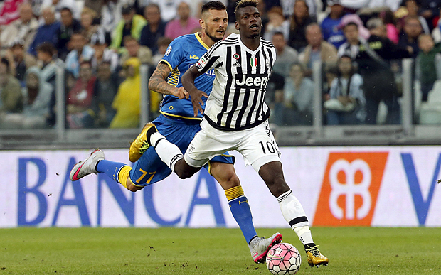 Juventus' Paul Pogba (front) is tackled by Udinese's Cyril Thereau during their Serie A soccer match at Juventus stadium in Turin August 23, 2015. REUTERS/Giampiero Sposito