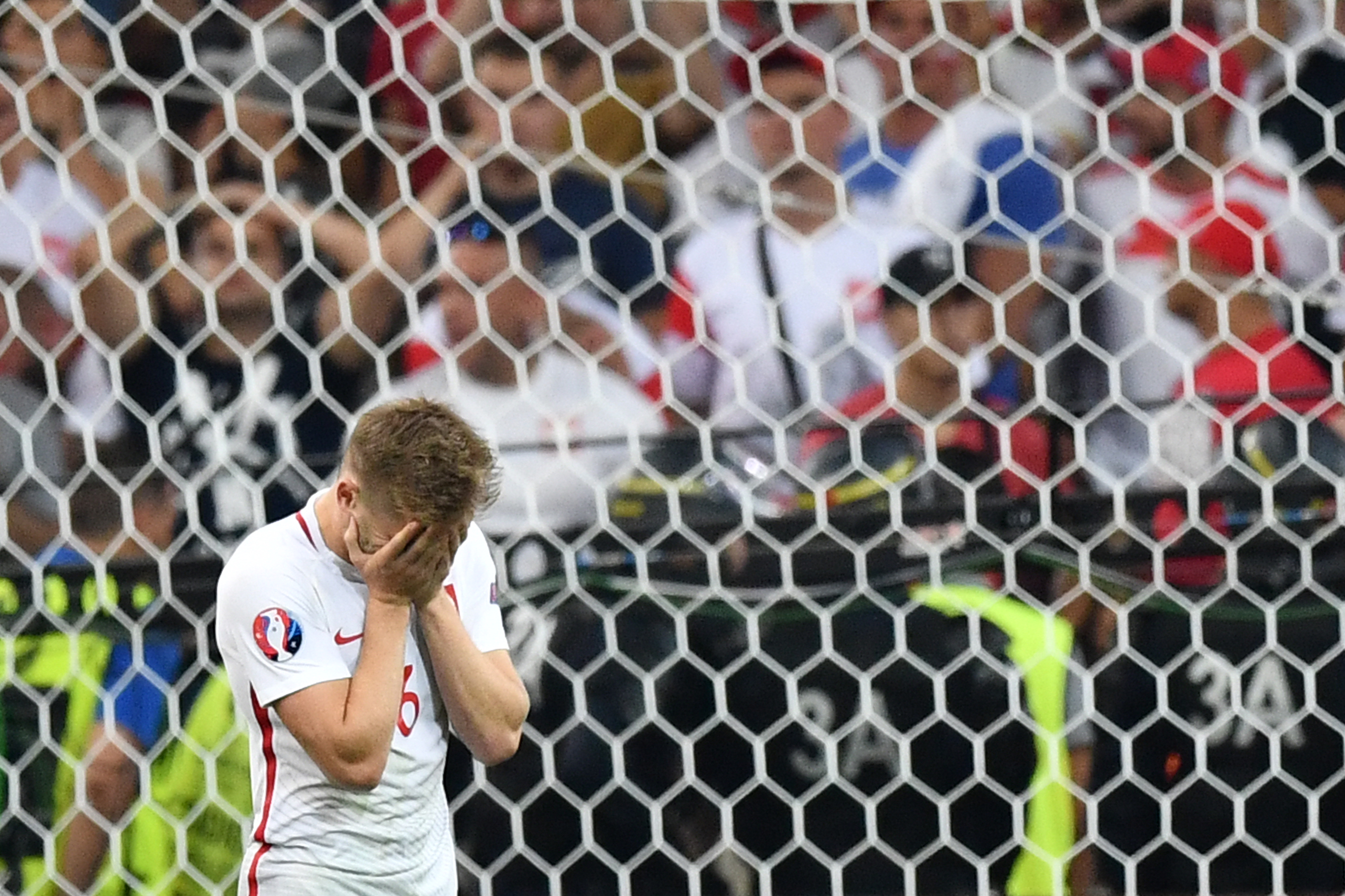 Poland's midfielder Jakub Blaszczykowski reacts after missing a shot in a penalty shoot-out during the Euro 2016 quarter-final football match between Poland and Portugal at the Stade Velodrome in Marseille on June 30, 2016. / AFP PHOTO / BERTRAND LANGLOIS