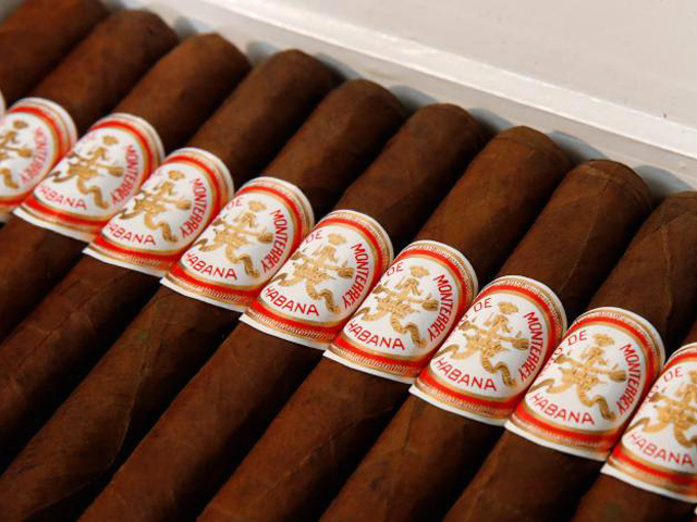 Cigars are displayed in a box autographed by Fidel Castro by Julien's Auctions in New York City, US, December 1, 2016. (PHOTO: REUTERS)