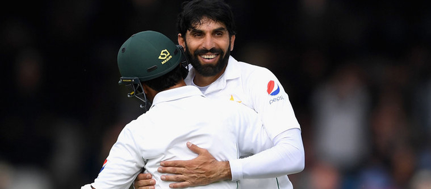 Misbah raises funds for treatment of his fan