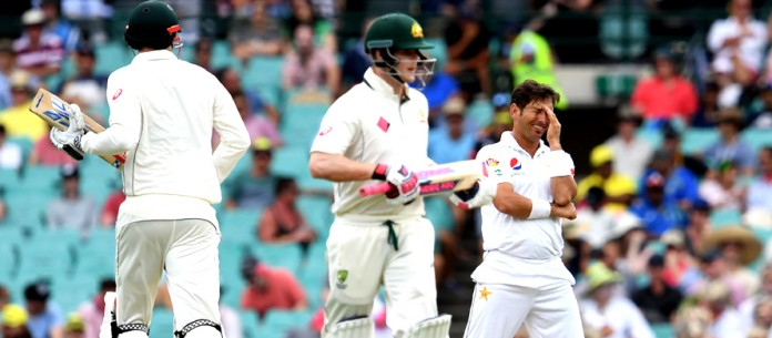 Match in pictures: Warner, Renshaw decimate Pakistan