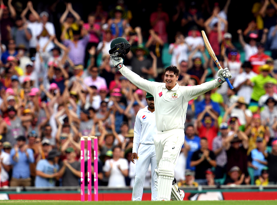 Australia's batsman Matt Renshaw celebrates scoring his century against Pakistan during the first day of the third cricket Test match at the SCG, in Sydney on January 3, 2017. / AFP PHOTO / WILLIAM WEST / IMAGE RESTRICTED TO EDITORIAL USE - STRICTLY NO COMMERCIAL USE