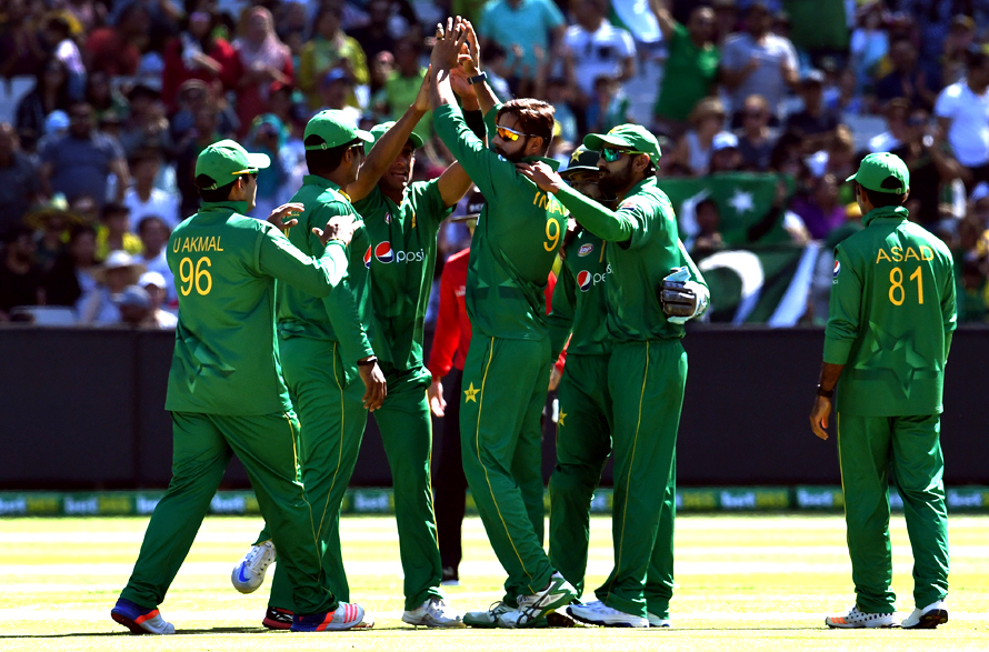 Pakistan bowler Imad Wasim celebrates with teammates after dismissing Australia's batsman Genn Maxwell. (PHOTO: AFP)