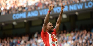 Defoe punishes Liverpool, Man City bounce back