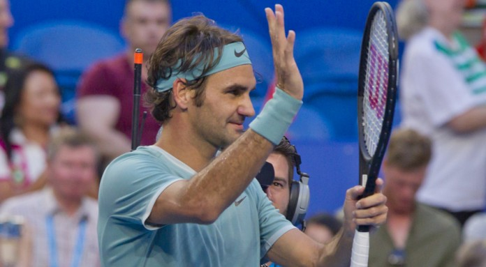 Federer returns in style to beat Evans at Hopman