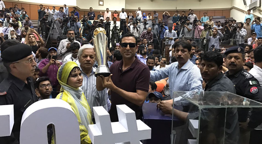 Younis Khan asks fans to back Pakistan during Champions Trophy