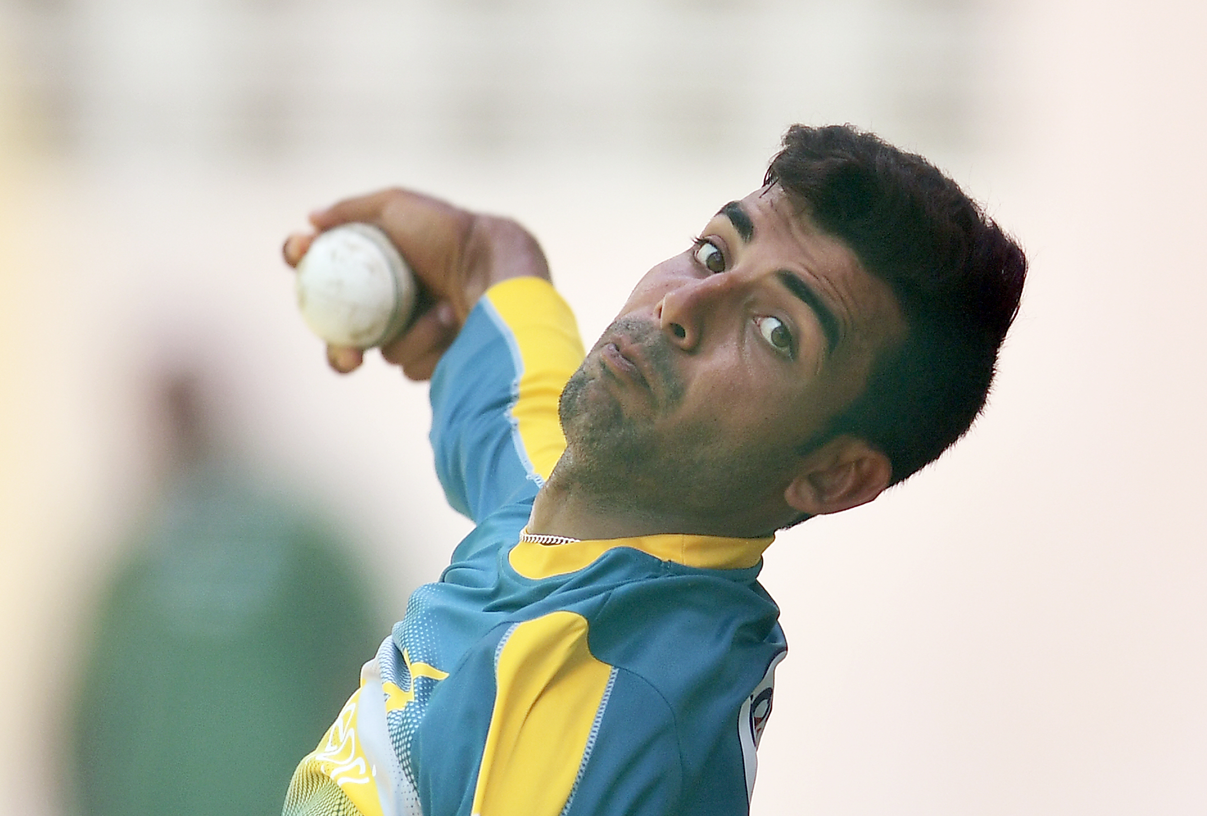 Pakistan's Shadab Khan delives a ball during a practice session at the Queen's Park Oval in Port of Spain, Trinidad, on March 28, 2017. / AFP PHOTO / Jewel SAMAD
