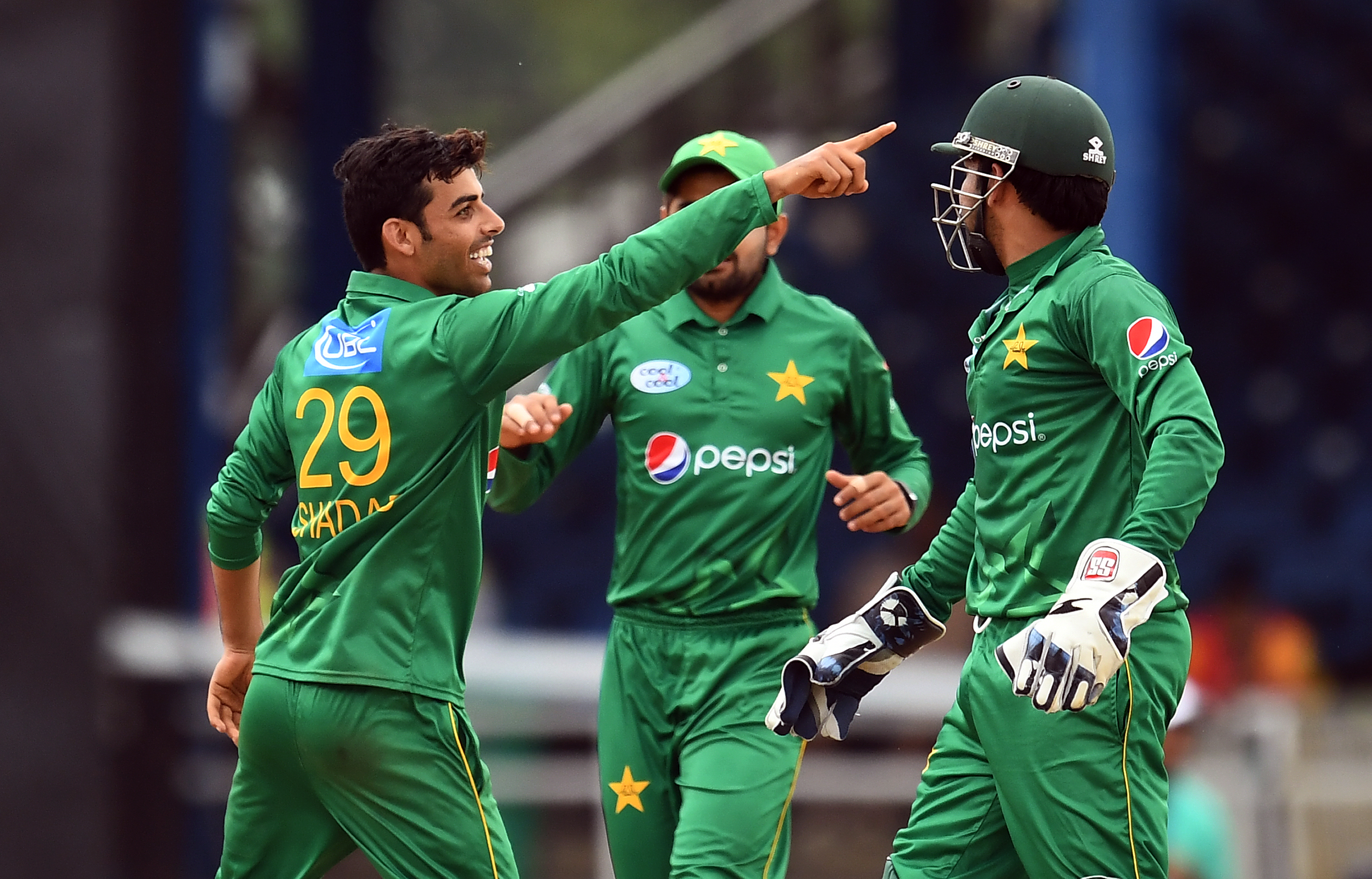 Pakistan's Shadab Khan (L) celebrates with teammates after dismissing West Indies' Kieron Pollard during the second of four-T20I-match between West Indies and Pakistan at the Queen's Park Oval in Port of Spain, Trinidad, on March 30, 2017. / AFP PHOTO / Jewel SAMAD