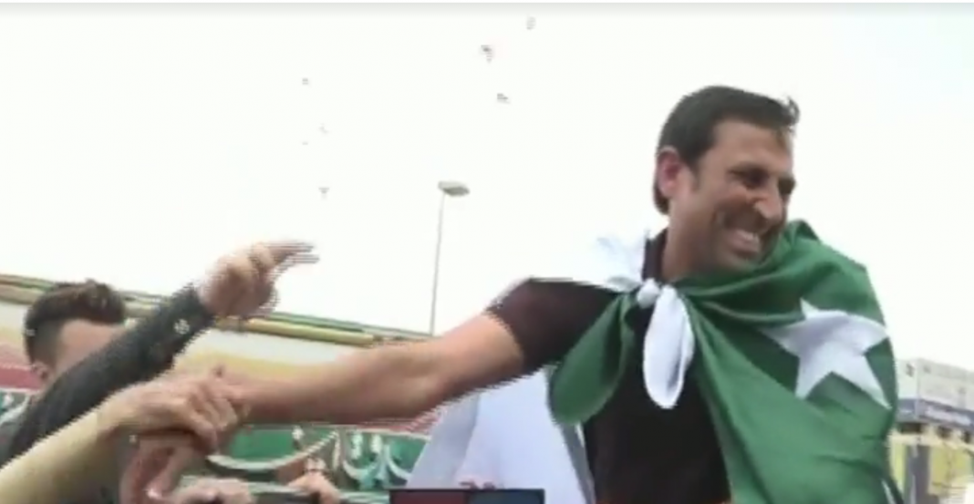Younis Khan welcomed in Karachi amid 'Younis Khan Zindabad' chants