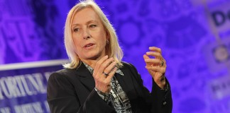Players need to lay off Sharapova, says Navratilova