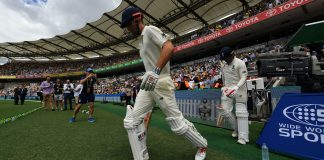 England win toss, choose to bat in third Ashes test