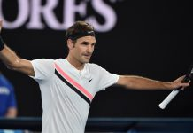 Federer dazzles under Melbourne lights