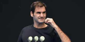 Federer says he's too old to be Australian Open favourite