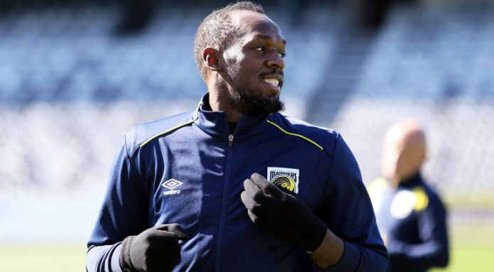 Bolt takes first tentative steps on Man Utd dream