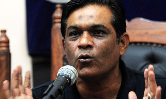 We have young exciting foreign cricketers in the side: Rashid Latif