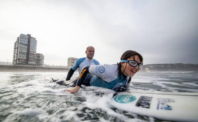 Blind Spanish surfer says sea sets her free, goes for world title