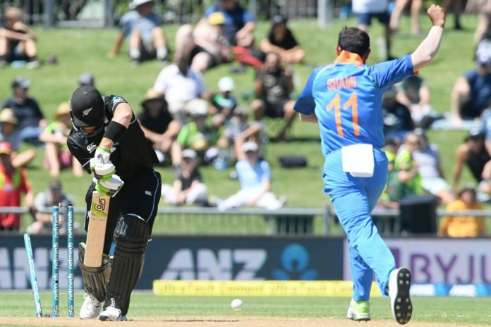 Bowlers, Dhawan secure India win after sun stops play in Napier