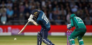 England bat first as Abid Ali returns in Pakistan colours