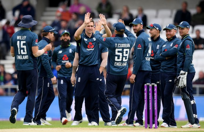 Woakes bags five-for as England beat Pakistan in final ODI