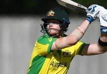 Smith blocks out jeers and warns of more runs to come