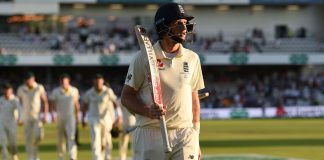 Root digs in to give England hope